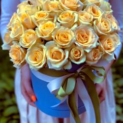 "51 роза, лента, оазис, коробка ""М"""