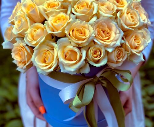51 роза, лента, оазис, коробка «М»