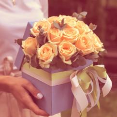 """15 роз, эвкалипт, лента, оазис, коробка """"S"""""""