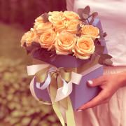 15 роз, эвкалипт, лента, оазис, коробка «S»