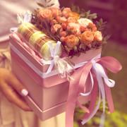 роза спрей, хиперикум, фисташка, макаруны