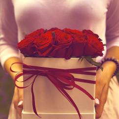 "17 роза, лента, оазис, коробка ""S"""