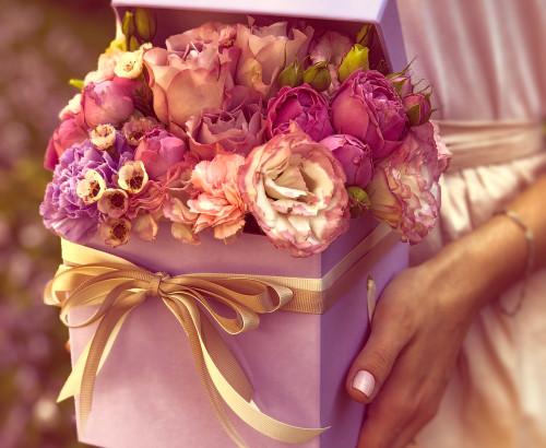 эустома, роза спрей, роза импорт, хамелациум, гвоздика, коробка «S»