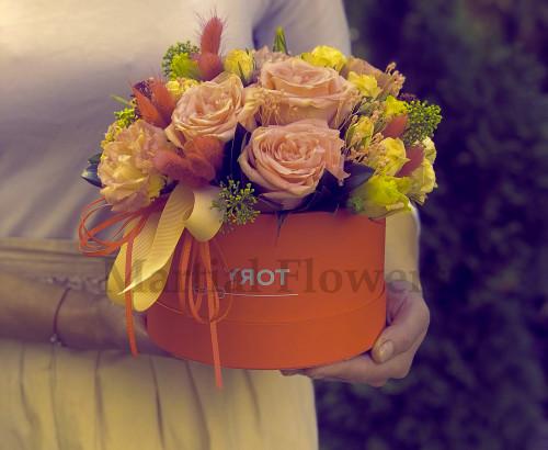 роза, скимия, эустома, лагурус, гвоздика, оазис, лента, коробка «С»