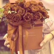 роза 15 шт., эвкалипт, лента, оазис, коробка «S»