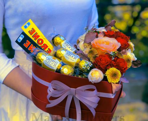 Розы с конфетами в коробке