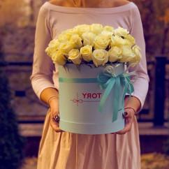 "роза, оазис, коробка ""М"" в ассортименте"